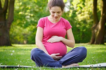 беременная на свежем воздухе
