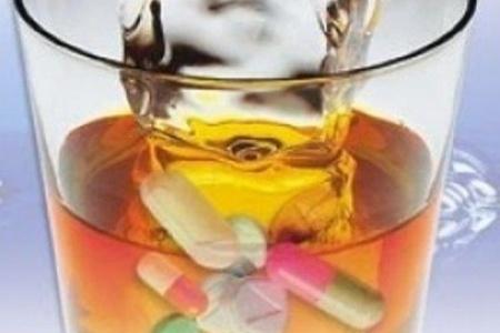Таблетки нельзя запивать алкоголем